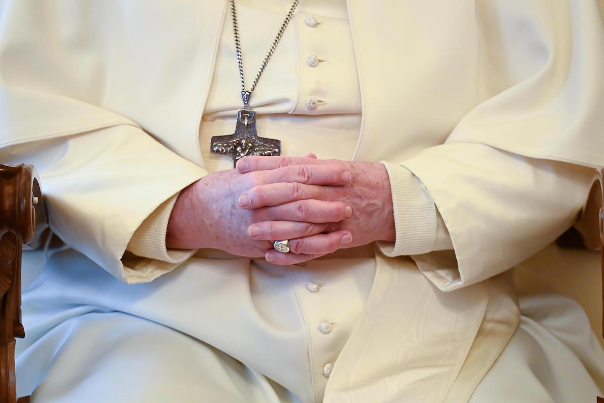 Las manos del Papa Francisco en oración. Foto: Vatican Media